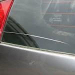 Царапина на стекле машины
