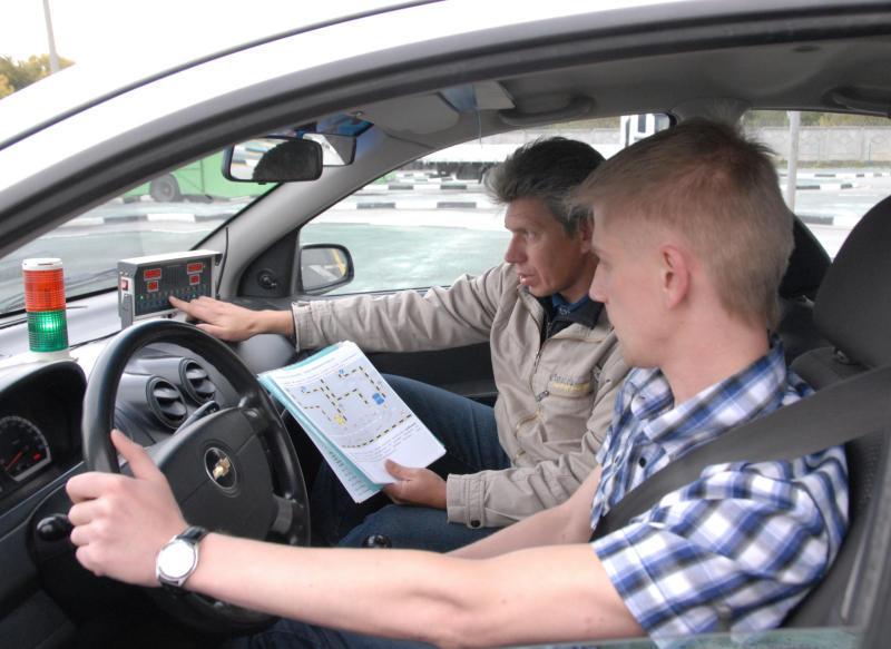 Легальный способ – работа в автошколе (зеленая дорожка)