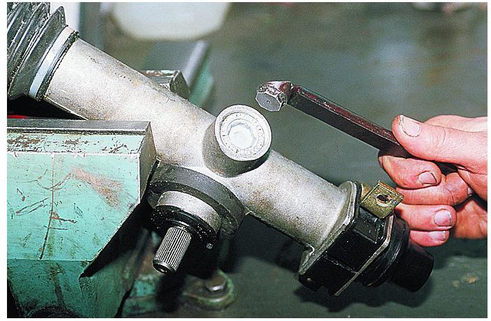 Разборка рулевой рейки ВАЗ 2109