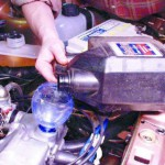 Заливаем новое моторное масло