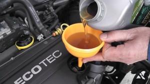 долить масло в двигатель