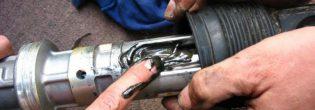 Как устранить стук в рулевой рейке?