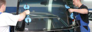 Стадии замены лобового стекла на автомобиле