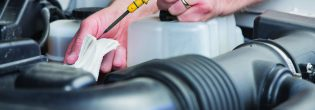 Как самостоятельно проверить уровень масла в двигателе?