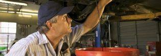 Как поменять одно моторное масло на другое?