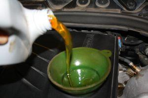 Заливание нового масла