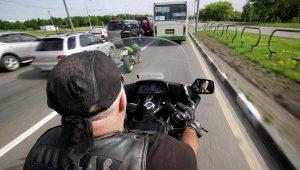 Мотоциклисты на автобусной полосе