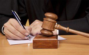 Судья подписывает постановление