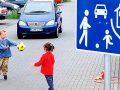 Разрешено ли движение в жилой зоне и с какой скоростью?